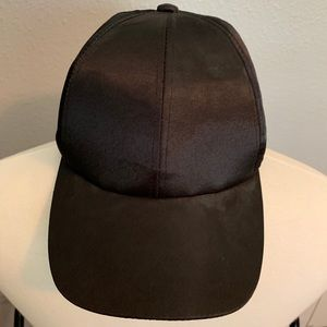 Women's adjustable black hat